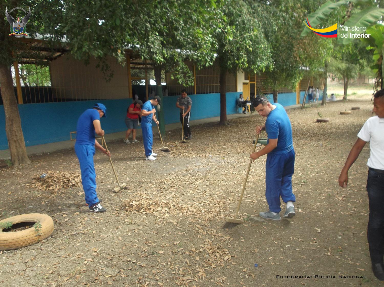 Recuperación de espacios  en el colegio Uruguay, como parte del programa Escuela Segura, en Portoviejo (2)