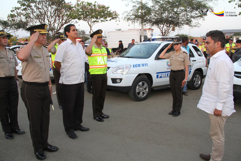 Llegada del señor ministro del Interior, José Serrano, al sector Las Orquídeas, para la ceremonia de entrega de patrulleros en Portoviejo