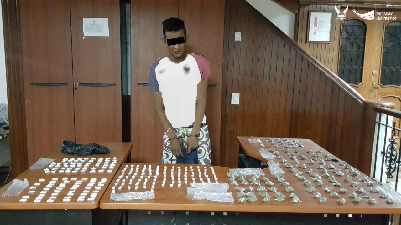 andres-z-detenido-por-presunto-expendio-de-drogas-en-el-sector-la-floreana-en-manta