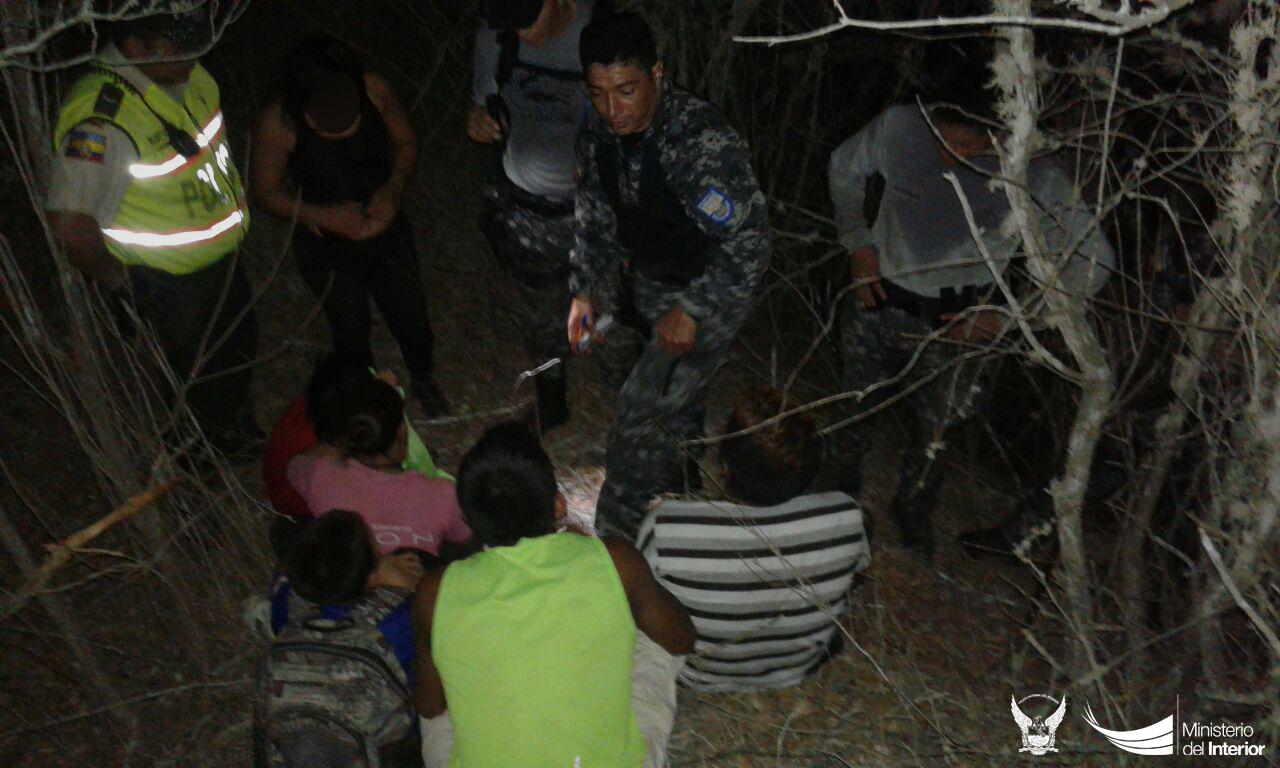 miembros-del-gir-rescataron-a-varias-personas-que-estaban-perdidas-en-el-cerro-de-montecristi-1