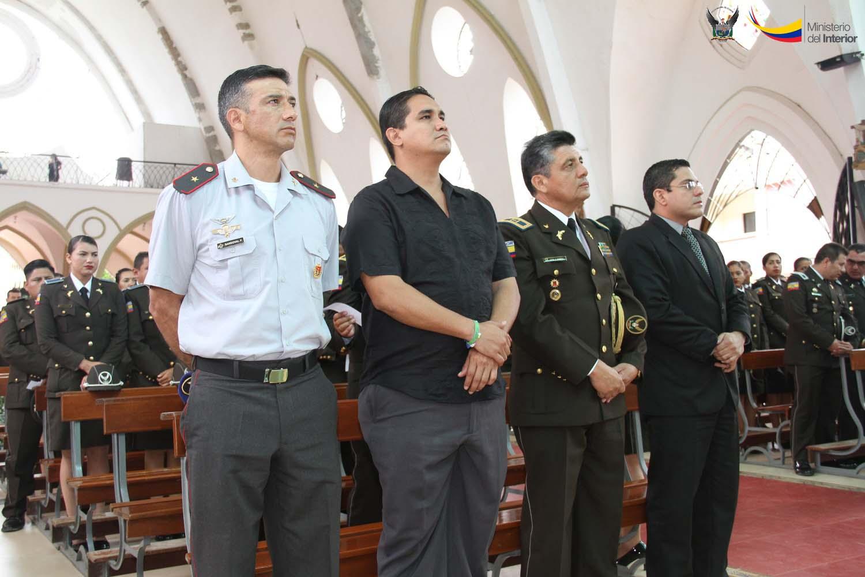 Autoridades que asistieron a la misa de acción de gracias, por los 79 años de profesionalización de la Policía Nacional, acto realizado en Portoviejo (1)