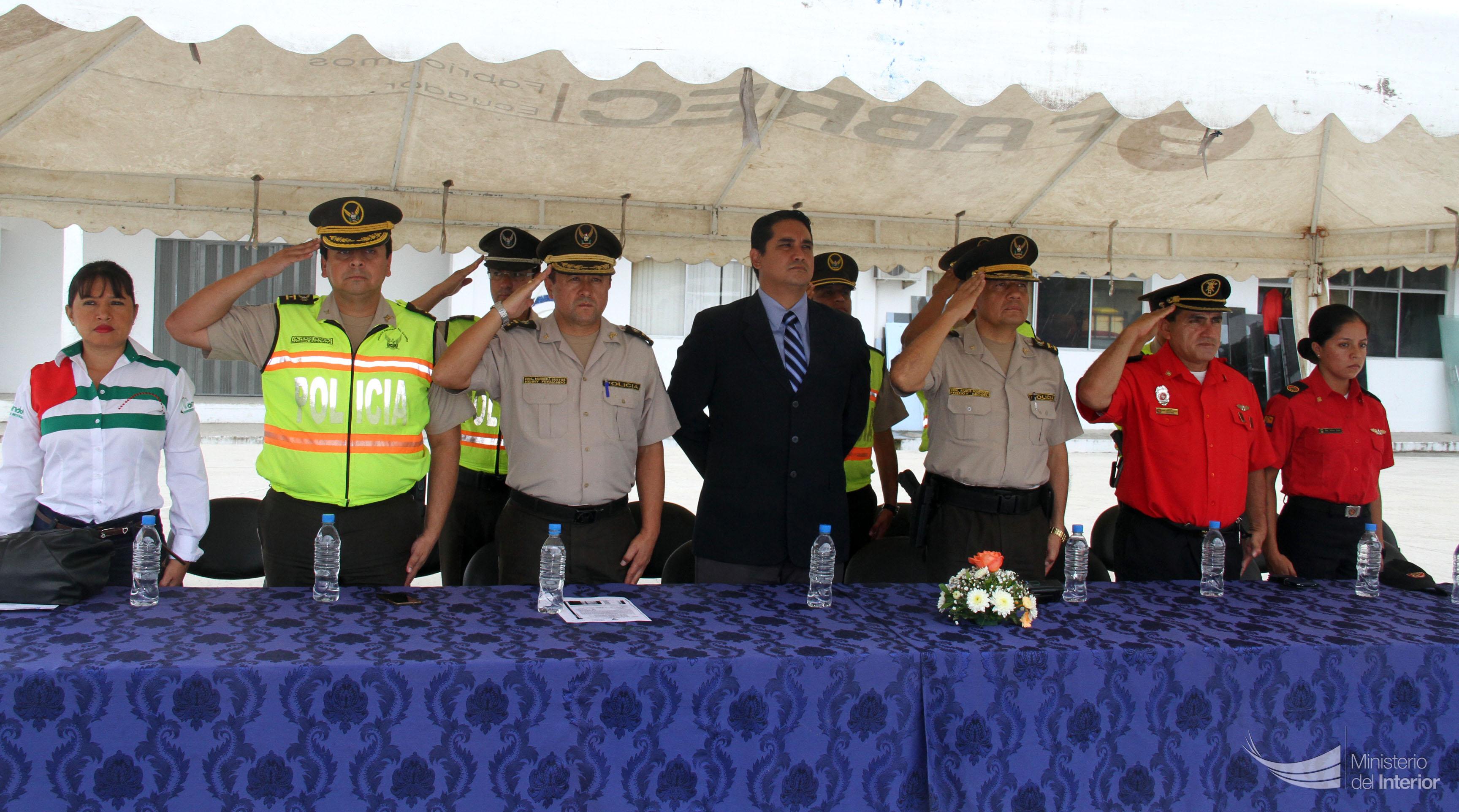 Autoridades presentes en el evento realizado en la UVC Portoviejo