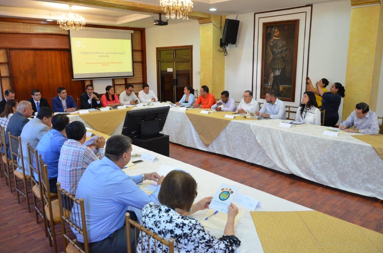 GOBERNADOR DE MANABÍ MANTIENE ENCUENTRO CON ALCALDES ELECTOS DE LA PROVINCIA